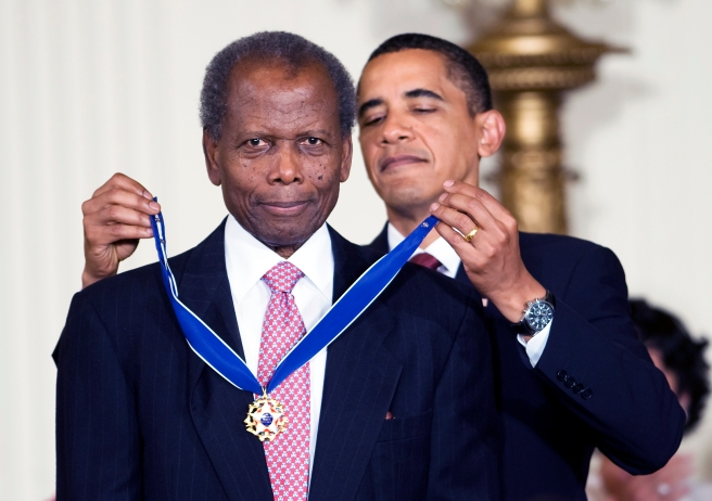 12 Aug 2009, Washington DC, USA --- epa01821985 US President Barack Obama awards American actor Sidney Poitier the 2009 Presidential Medal of Freedom, America's highest civilian honor, during a ceremony in the East Room of the White House in Washington, DC, USA, on 12 August 2009. Poitier is the first African American to be nominated and win a Best Actor Academy Award, receive an award at a top international film festival (Venice Film Festival), and be the top grossing movie star in the United States.  EPA/MATTHEW CAVANAUGH --- Image by © MATTHEW CAVANAUGH/epa/Corbis