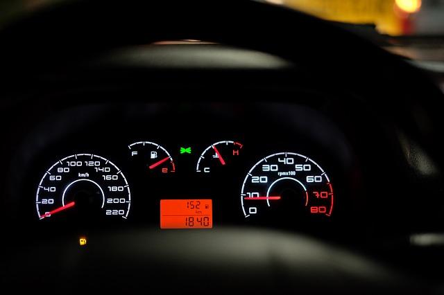 car-dashboard-2667434_640
